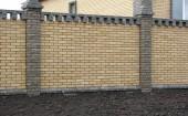 Забор два цвета облицовочного кирпича